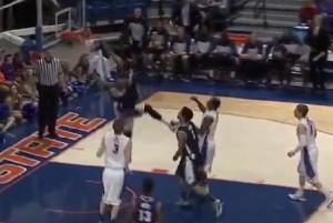 Basket Usa: la schiacciata della stagione di Deonte Burton