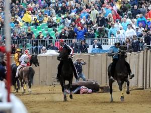 Palio di Asti, fantino Jonatan Bartoletti indagato per la morte del cavallo
