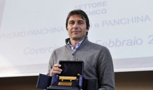 Antonio Conte vincitore della panchina d'oro. Foto della premiazione 2011-12