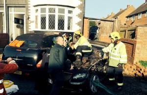 Gb, donna rischia di rimanere schiacciata tra due auto