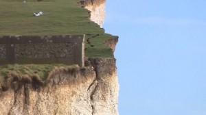 Gb. Roccia di Birling Gap si sbriciola: scogliera crolla, fotografo gira video