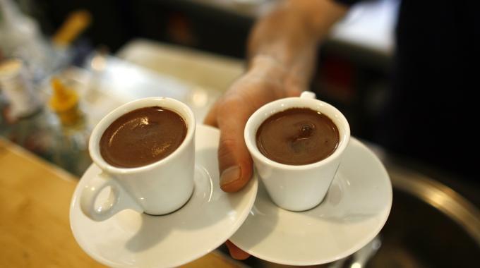 Due tramezzini, acqua, 2 caffè: 30 euro. Turisti sloveni vanno dai carabinieri