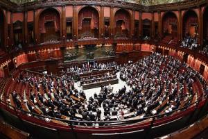 Legge elettorale, voto slitta a lunedì. Dalla Camera schiaffo a Renzi