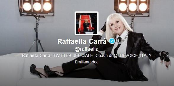 Raffaella Carrà sbarca su Twitter con selfie e lancia l'hashtag #TantiAuguri