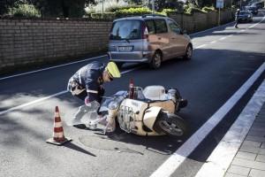 Fiorello investe pedone sulle strisce in scooter