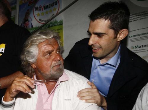 Beppe Grillo e Federico Pizzarotti (Foto Lapresse)