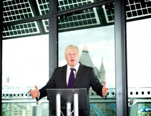 """Boris Johnson: """"Figli di famiglie islamiche andrebbero dati in affidamento"""""""