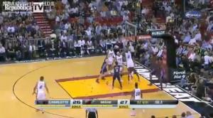 Nba, LeBron James, altro record: 61 punti contro Charlotte (video)