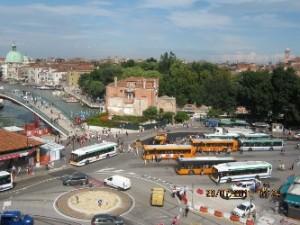 Venezia, motore bus esplode in piazzale Roma: 2 feriti