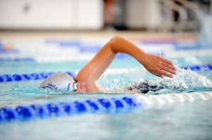 Pipì in piscina nuoce alle vie respiratorie. Di chi?