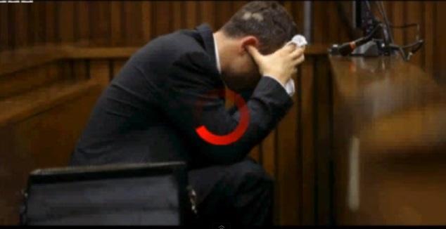 Oscar Pistorius vomita in aula (video). E Reeva Steenkamp mangiò poco prima di morire