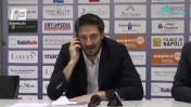 Pozzecco show: risponde al telefono in conferenza stampa (video)