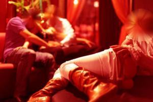 Palermo, mamme disoccupate si reinventano massaggiatrici hard