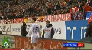 Il raccattapalle prende in giro Ronaldo in campo