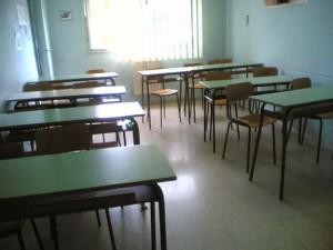 Abruzzo, la maestra derubata spoglia e perquisisce gli alunni. Ira delle mamme
