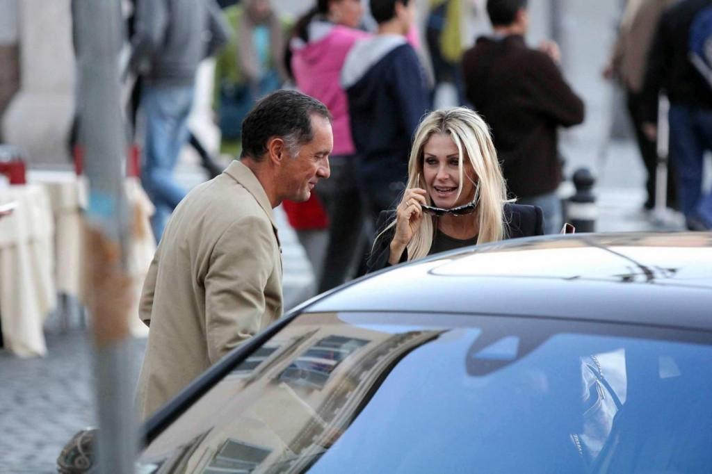 Paola Ferrari contro Michelle Hunziker e Antonio Ricci per il sondaggio di Giass