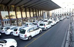 Roma. Turista lascia 14mila € in taxi: vigili li ritrovano