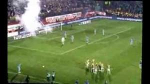 "Trabzonspor-Fenerbahce sospesa, Kuyt: ""Piovevano coltelli"" (video)"