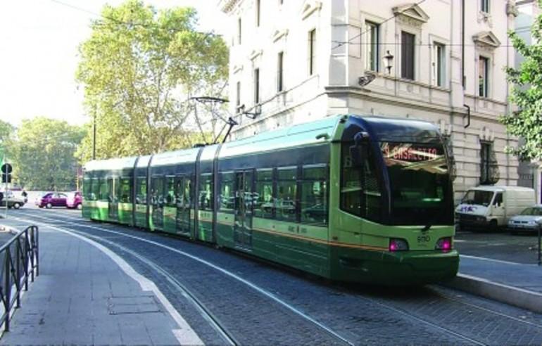 Roma, molesta ragazza su tram linea 8: arrestato
