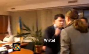 Ucraina, deputati di estrema destra picchiano il direttore della tv di Stato