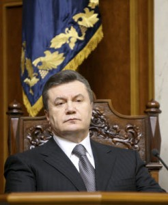 Crimea, sanzioni Ue e Usa per russi e ucraini. Tra loro Surkov e Yanukovich