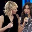 Maria De Filippi, gaffe con Sabrina Ferilli sui premi Oscar ad Amici