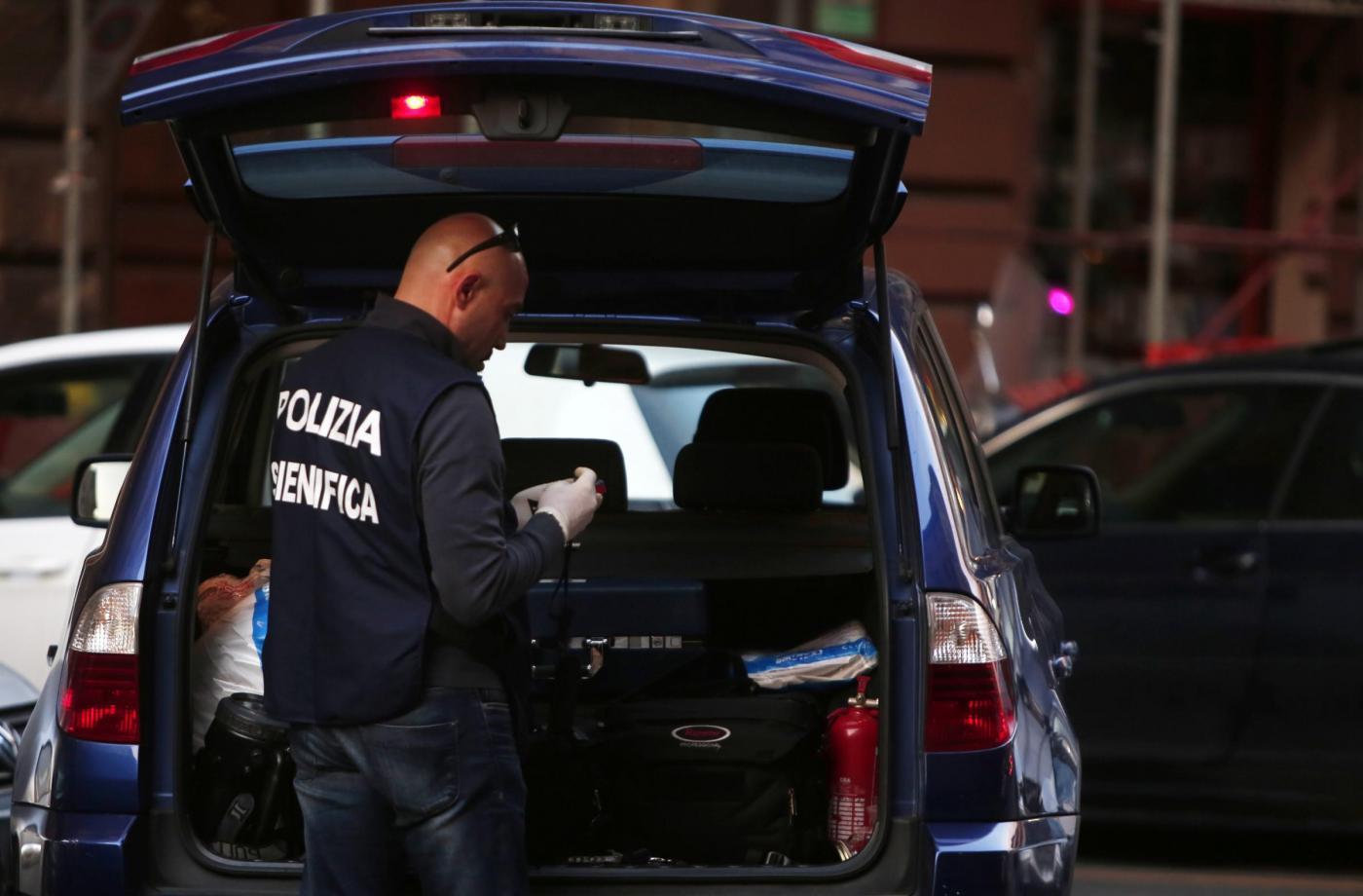 Arrestato per stupro si butta dalla finestra del commissariato e muore4 blitz quotidiano - Si butta dalla finestra milano ...