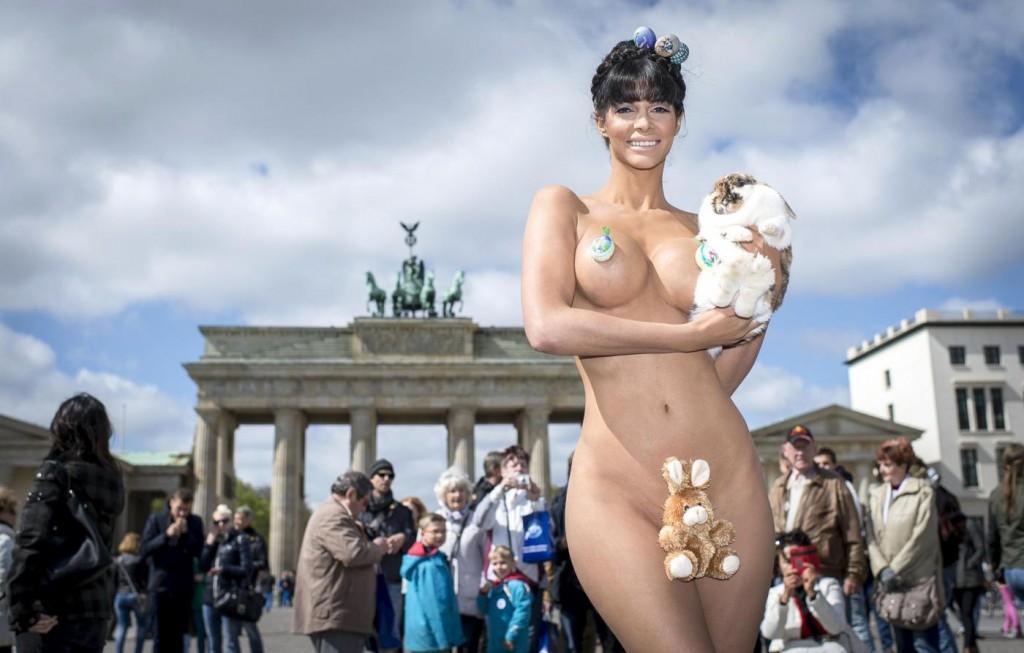 Совершено голое тело женщин 5 фотография