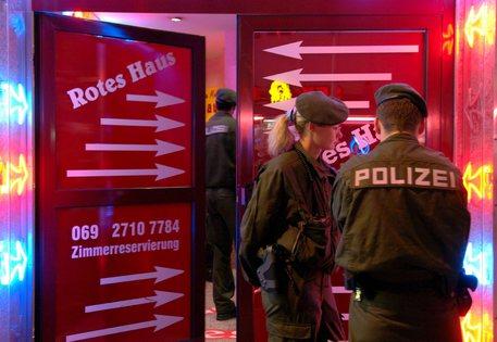Berlino, app per prenotare prostitute via smartphone. Così non prendono freddo