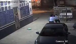 Cina, dà un passaggio al ladro con lo scooter e lo porta dalla polizia