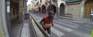 Eliud Magud, la corsa disperata per 600€ ma si ferma a 200 mt dalla fine