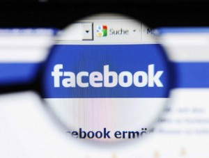 L'insulto su Facebook è diffamazione, anche se anonimo. Lo dice la Cassazione