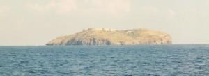 L'isola di Santo Stefano vista da Ventotene (foto Wikimedia)