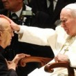 Papa Wojtyla santo, troppa fretta. Pinochet, pedofili, Ambrosiano: ora al sicuro