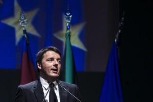 """Renzi: """"Con gli 80 euro diamo la quattordicesima agli italiani"""""""