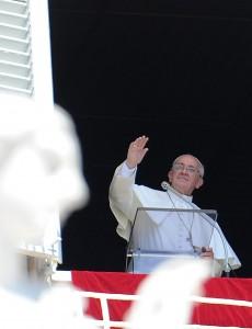 """Papa Francesco contro le Crociate: """"Ci hanno fatto male, Gesù non era così"""""""
