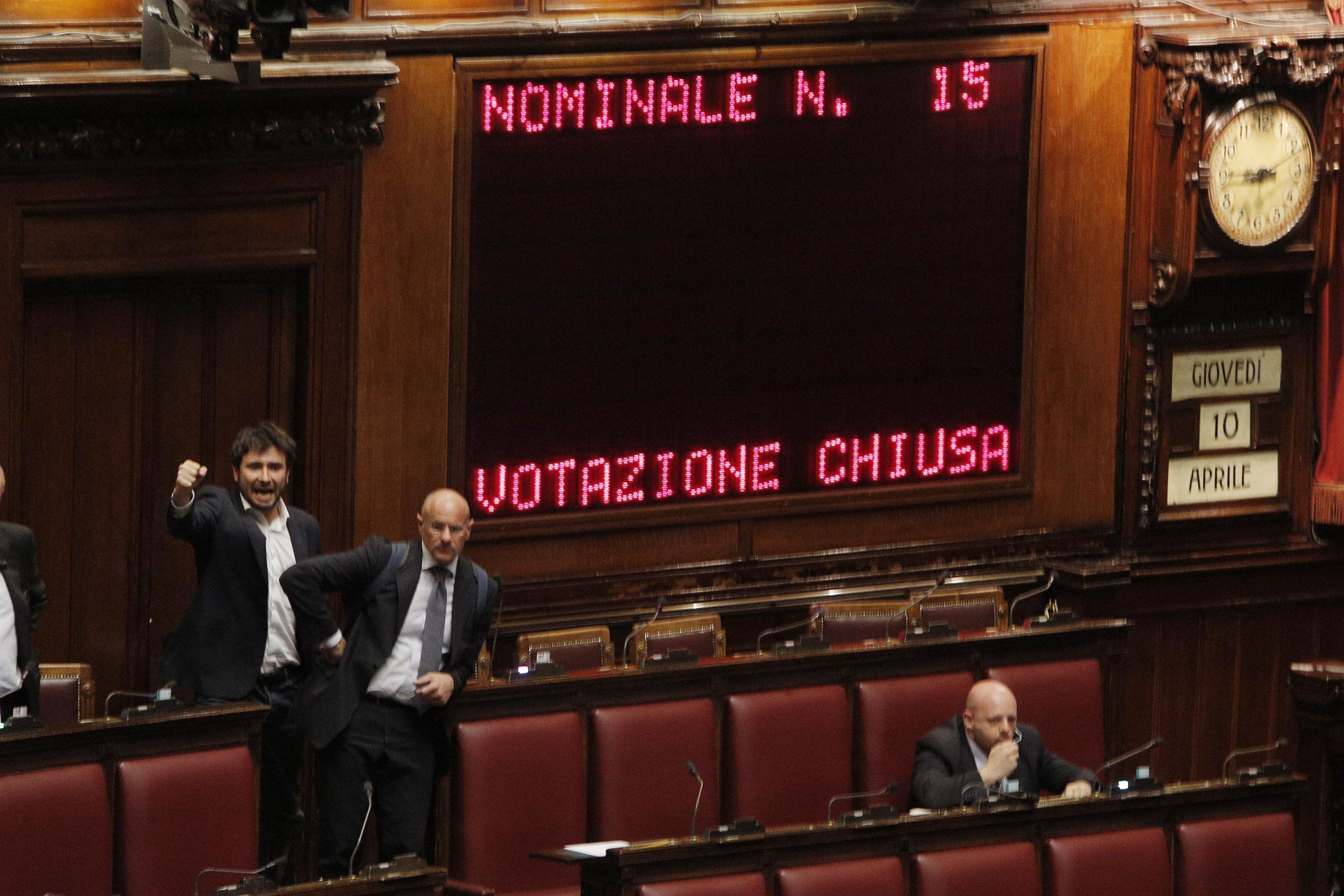 Salva roma 104 assenti maggioranza niente numero legale for Numero senatori e deputati