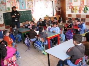 Bisceglie, maestra picchia alunno in classe: incastrata dalle telecamere