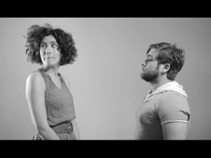 """Venti sconosciuti si lasciano: arriva il video parodia di """"First Kiss"""""""