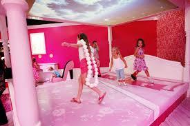Vacanza da Barbie per bimbe nel resort in Sardegna. Stampa inglese si indigna