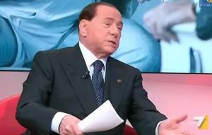 """Berlusconi: """"Beppe Grillo assassino"""". La replica: """"Un pover'uomo"""" (video)"""