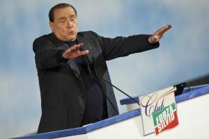 """Berlusconi: """"Bce cambi, o dovremo uscire dall'euro"""""""