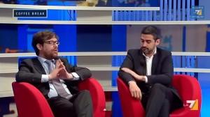 Pippo Civati lo tocca, Riccardo Fraccaro (M5s) si pulisce la giacca (video)
