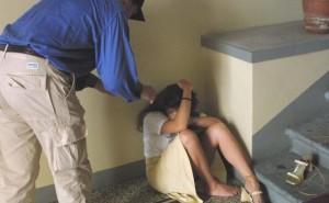 Carpi, ragazzina di 16 anni segregata e legata in casa dai genitori. Arrestati