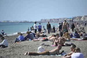 """""""Effusioni saffiche"""" in spiaggia a Fregene: due lesbiche a processo"""