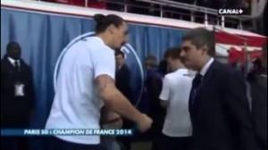 Ibrahimovic furioso: figlio sfiorato da un giornalista (video)