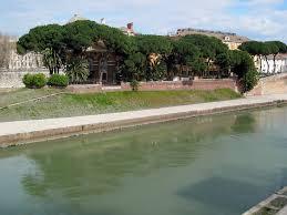 Roma, cade nel Tevere in bicicletta vicino isola Tiberina: grave un ragazzo