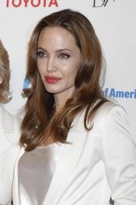 Effetto Angelina Jolie: donne si fanno asportare il seno per paura del cancro
