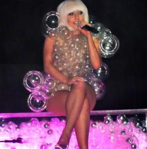 """Lady Gaga con la bronchite, concerti annullati: """"Ursula si è presa la mia voce"""""""