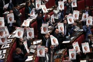 La protesta M5s contro il lobbista Luigi Tivelli